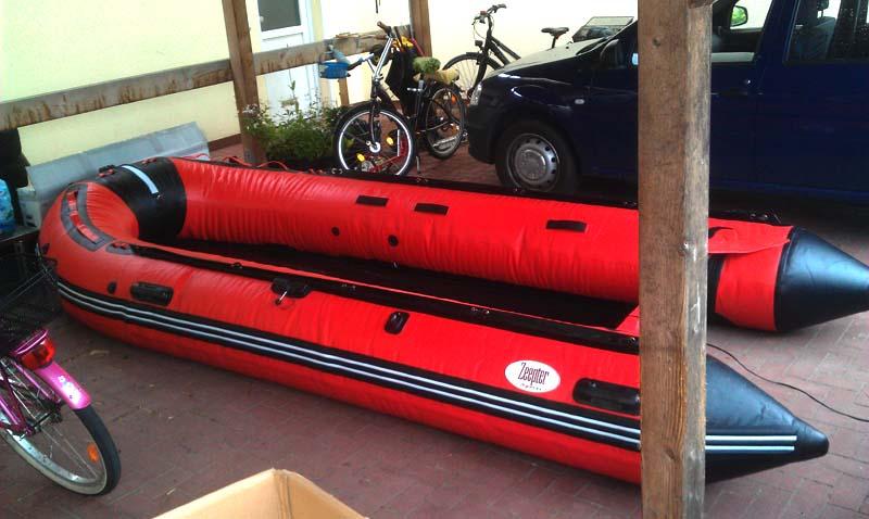 schlauchboot_im_carport